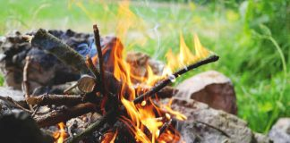 How to start a fire with a battery