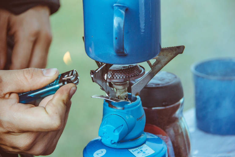 starting a camping stove