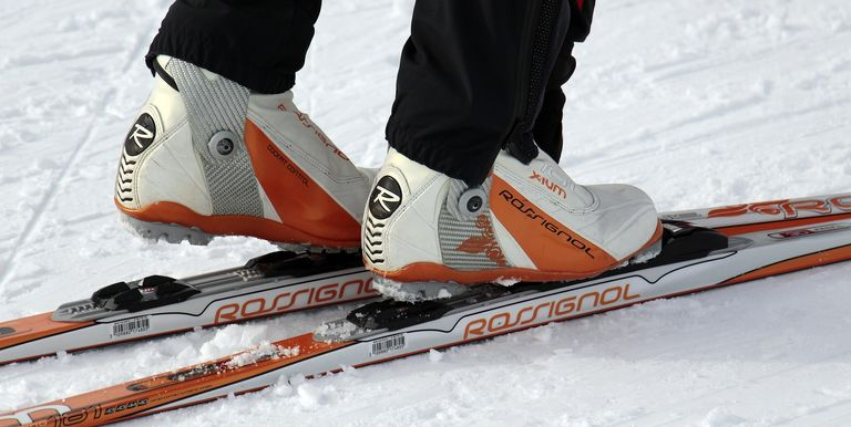 how to keep your feet warm when skiing