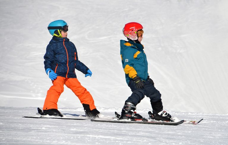 tips to keep your feet warm while skiing