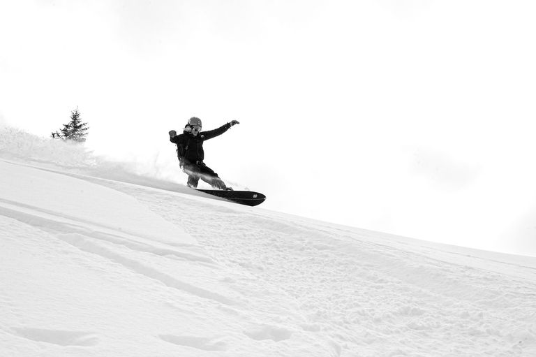how to slow down on a snowboard